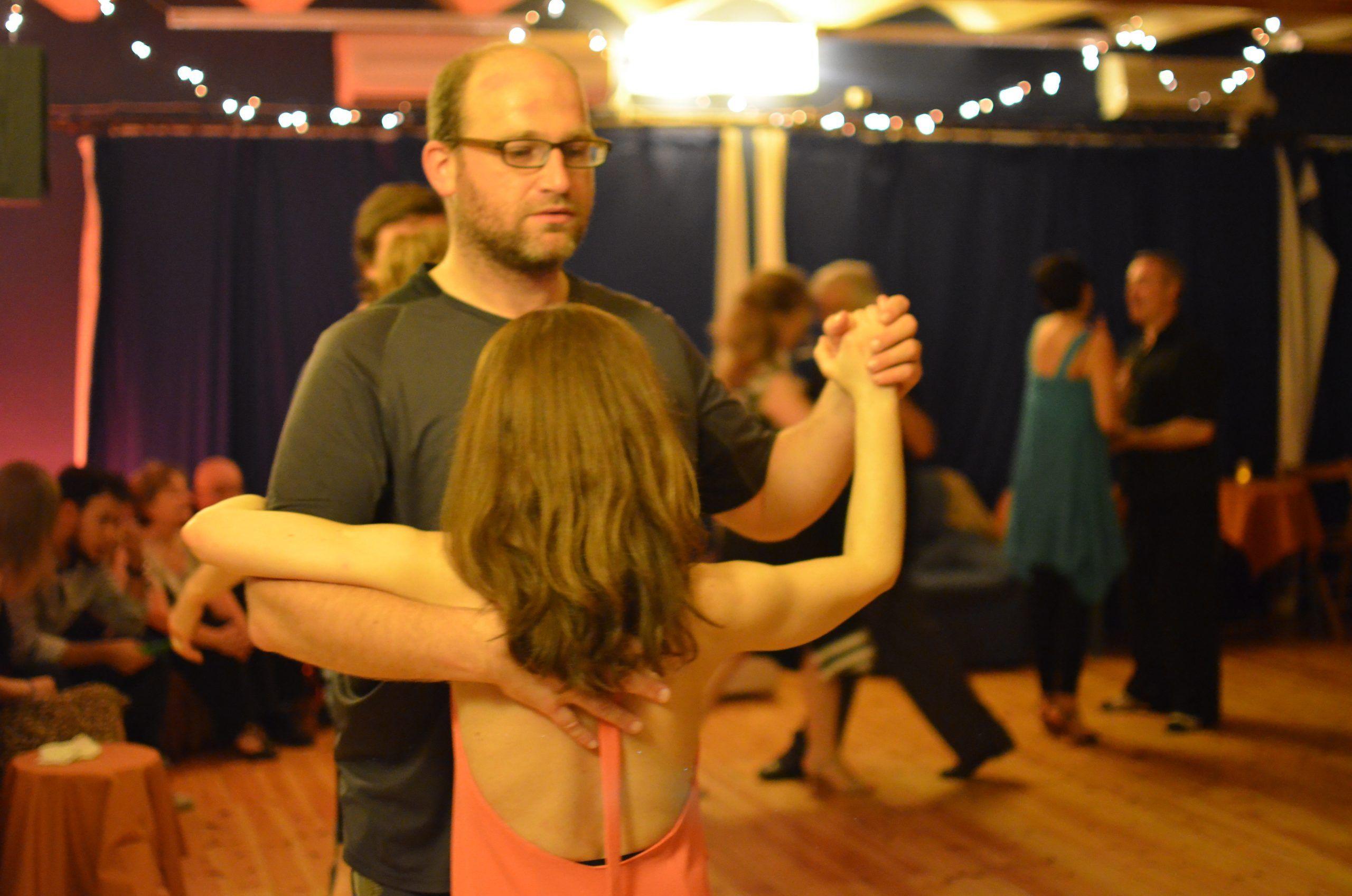 Niña bailando tango